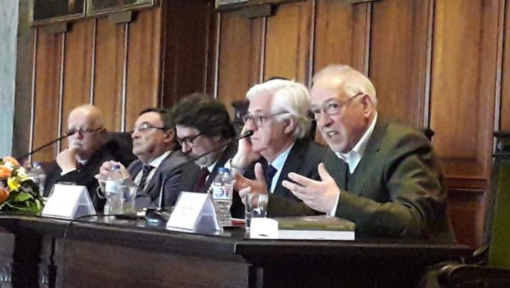 """Sessão de lançamento do livro """"Direito e Justiça, em Busca de um Novo Paradigma"""""""